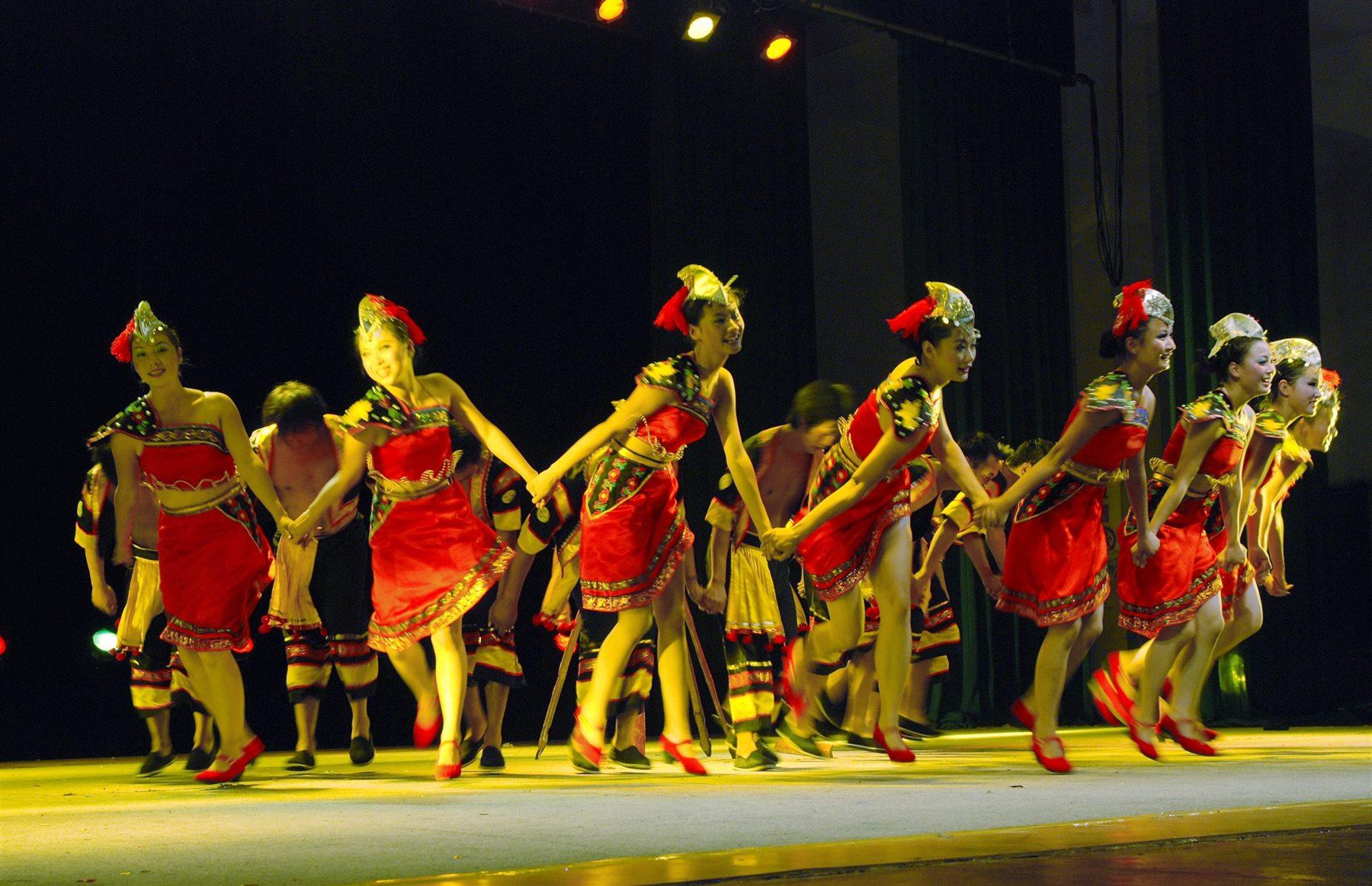 2010年楚雄市火把节(彝族汉子)舞台展演剧照